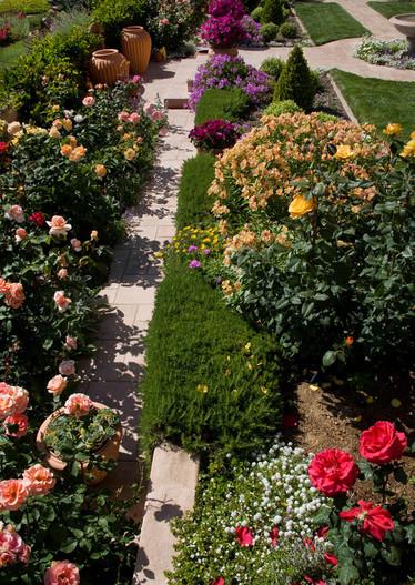 adelaparvu.com despre gradina formala cu flori  design Margie Grace (8)