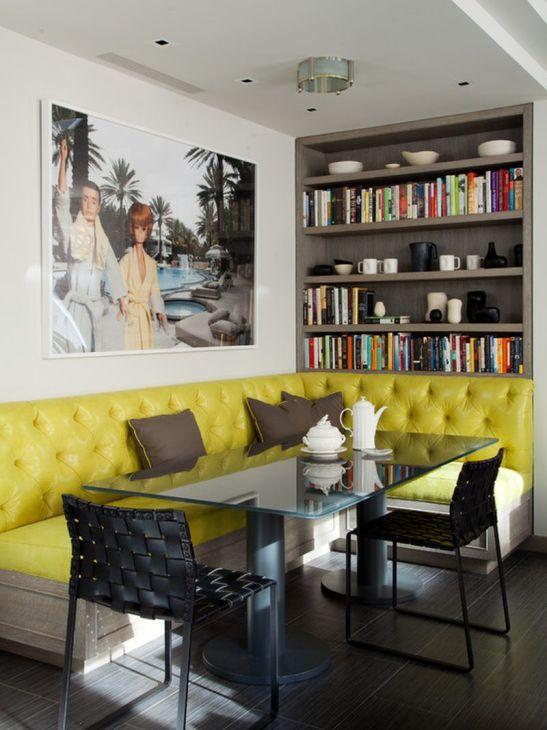 O tapieteri eleganta si colorata se potriveste perfect pentru un loc de luat masa cu coltar prezent intreintr-o bucatarie deschisa catre living. Sursa foto aici