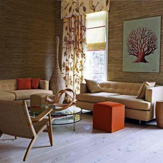 Intr-un interior modern, cu piese minimaliste, poti aduce un plus de personalitate prin decoratiuni. o perdele cu frunze, un tablou simplu sugestiv si cateva accente de portocaliu iti va evoca inceputul placut si insorit al toamnei. Un tapet in nuanta lemnului natur va imprima caldura si va balansa o pardoseala rece in nuante de gri sau prezenta mobilierului din metal si sticla.