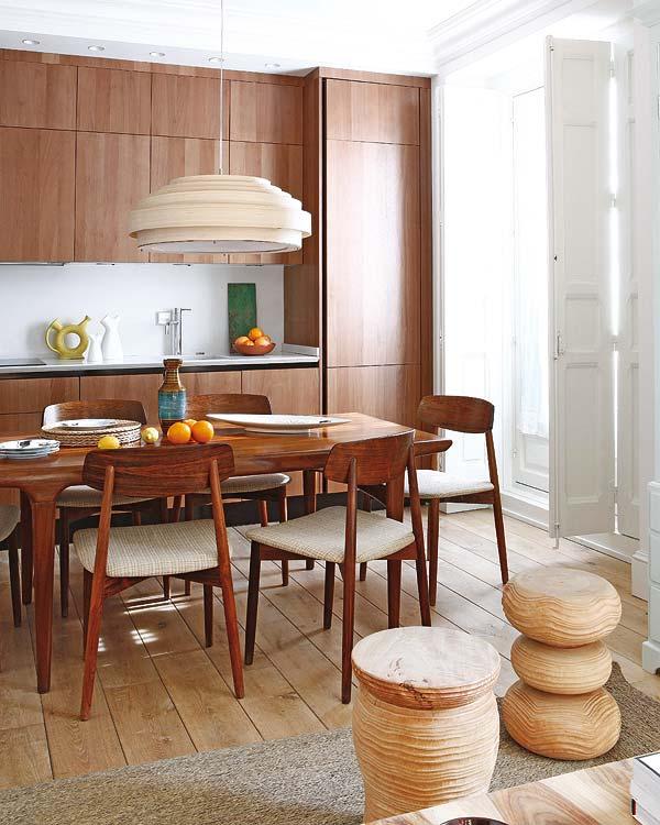 adelaparvu.com despre apartament cu mobila din lemn (8)