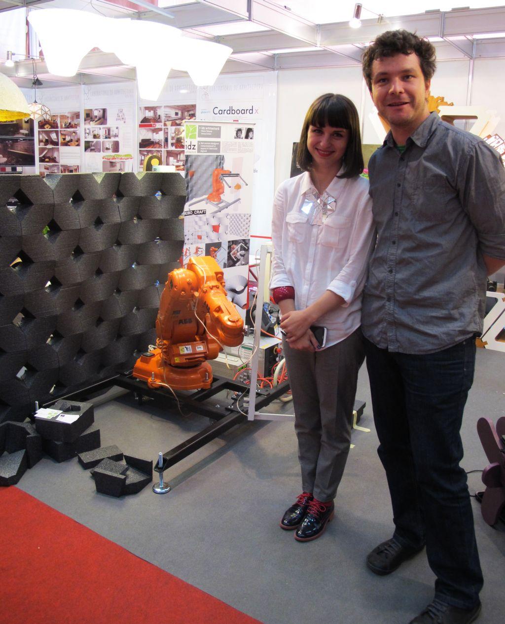 Arhitecții Dana Tănase și Ionuț Anton în standul Parametrica la BIFE SIM 2013