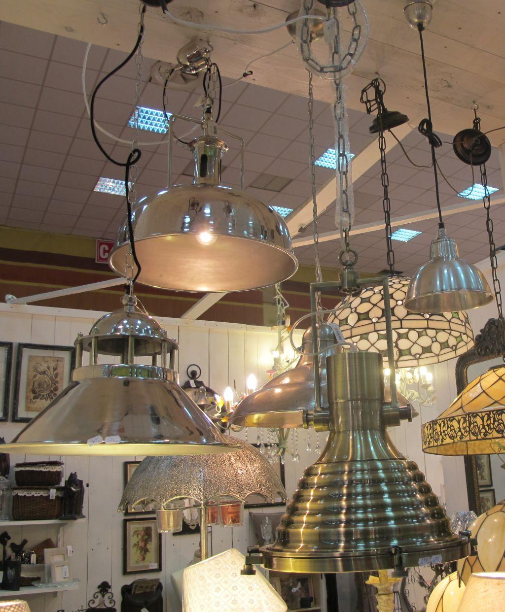 Lampile cu abajur metalic in stil industrial pret de la 350 lei in sus