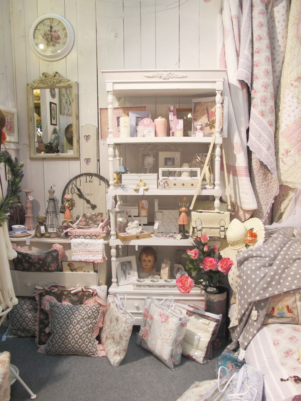Mic mobilier si decoratiuni in stil shabby chic de la Yankee Land