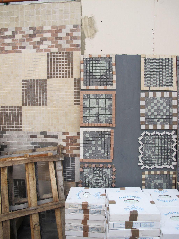 Modele de mozaic expuse in fabrica. Mi-a placut cel cu inimioara