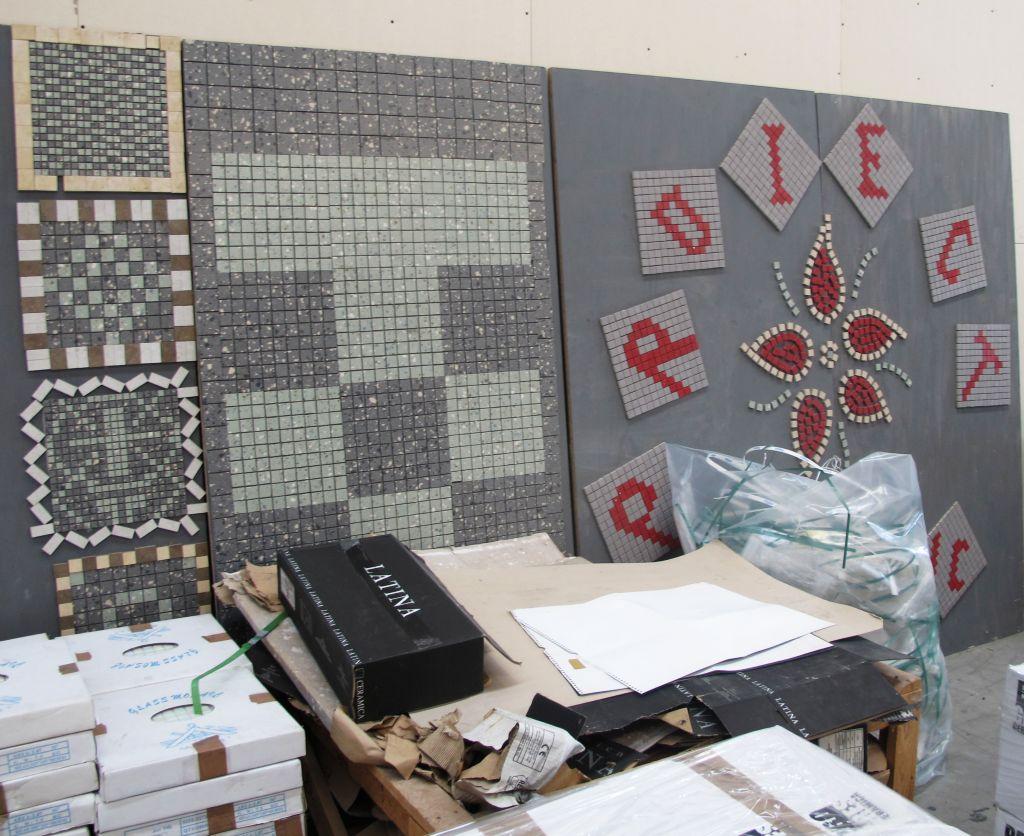 Modele de mozaic expuse in fabrica