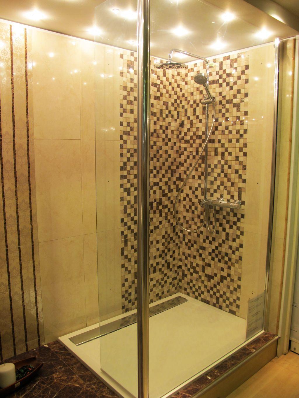 Decor cu mozaic de la Fabrica de Mozaic expus in showroomul Menatwork