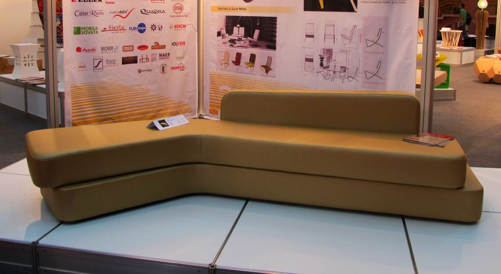 Canapea Boomerang, realizata de Rus Savitar, designer Rusu Laura