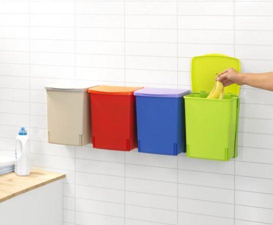 Cutii de depozitare suspendate Binny Bin de la Brabantia pot fi folosite pentru selectarea gunoiului