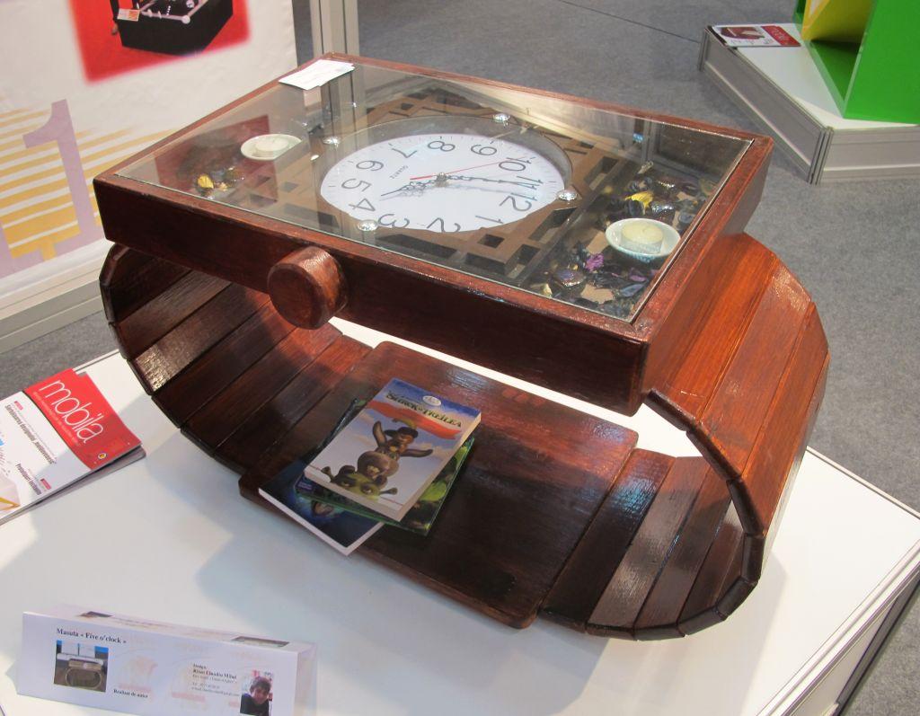 Masuta Five o'clock realizata dedesignerul Ritan Claudiu Mihai