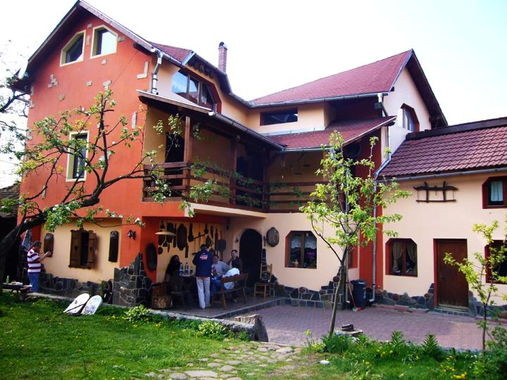 adelaparvu.com despre Casa Olarului Maramures (1)