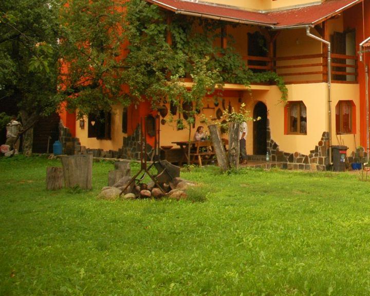 adelaparvu.com despre Casa Olarului Maramures (2)