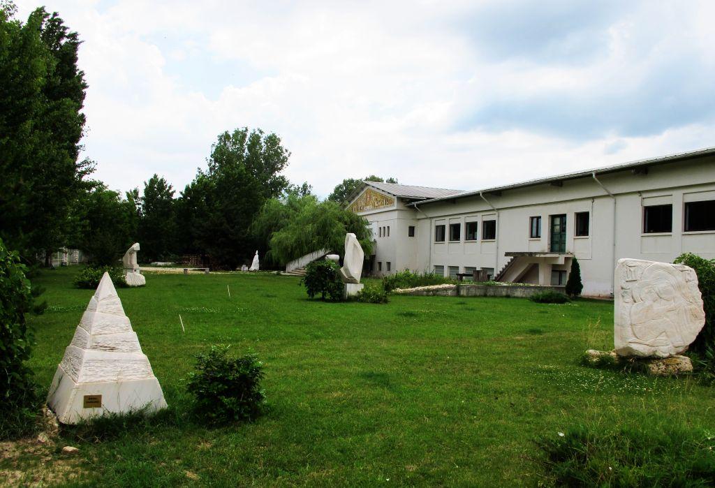 Cladirea ce adaposteste si Muzeul Vinului