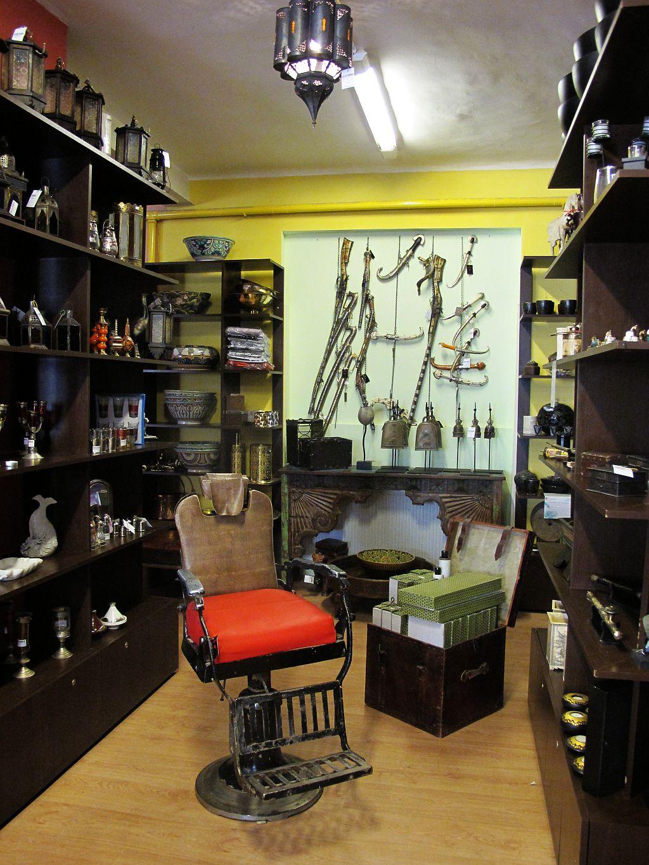 Arme pentru panoplii si chiar un scaun vechi de frizer remodelat