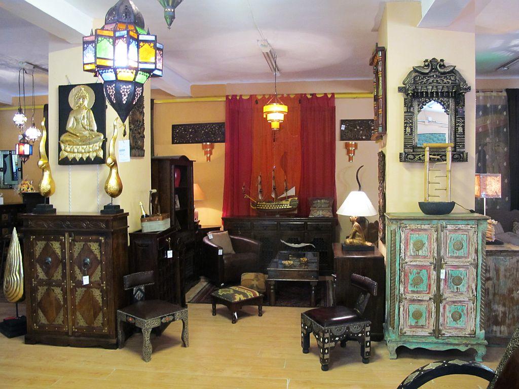 Dulapuri, comode si mic mobilier de artizanat oriental si asiatic