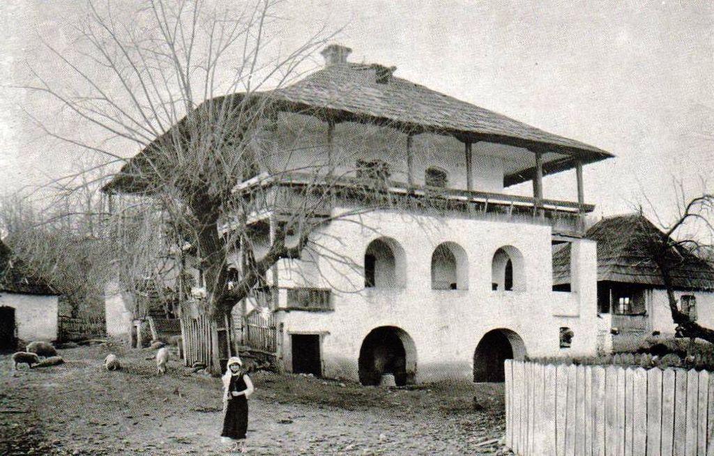 Cula boiereasca Casa Cartianu fotografiata acum 100 de ani