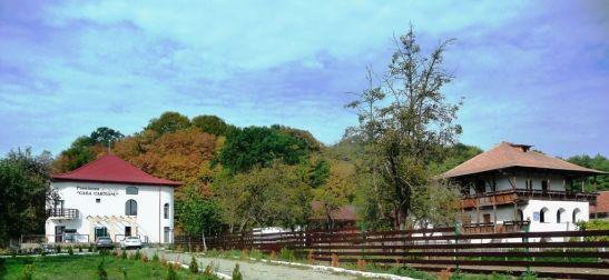 Pensiunea pastreaza liniile culei Casa Cartianu aflata in apropiere