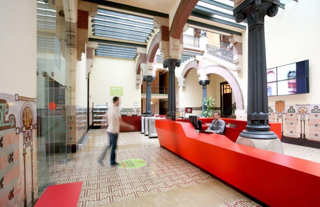 Cladirea ministerului sanatatii din Catalonia Ave Maria Barcelona Design interior Miquel del Río Sanín