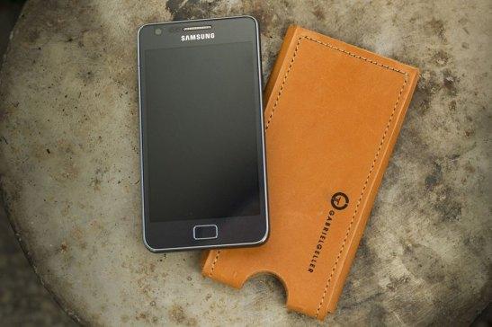 Husa piele pentru telefon mobil design Gabriel Geller