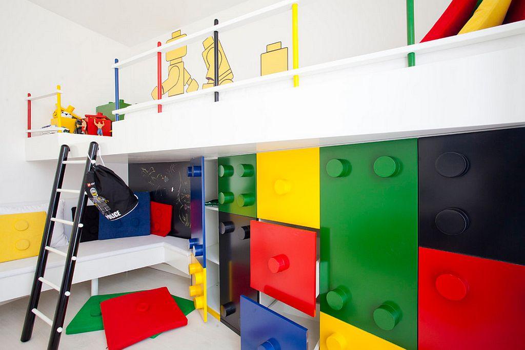 Mobila pentru camera copilului ce imita piesele lego creata de Pebbledesign