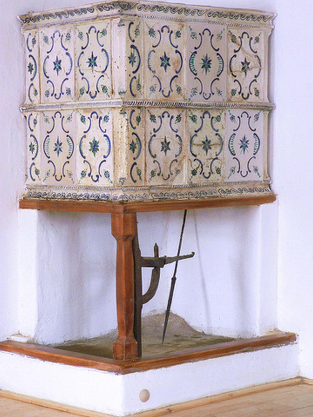 Cahle pictate facute de ceramistul Kolozsi Attila