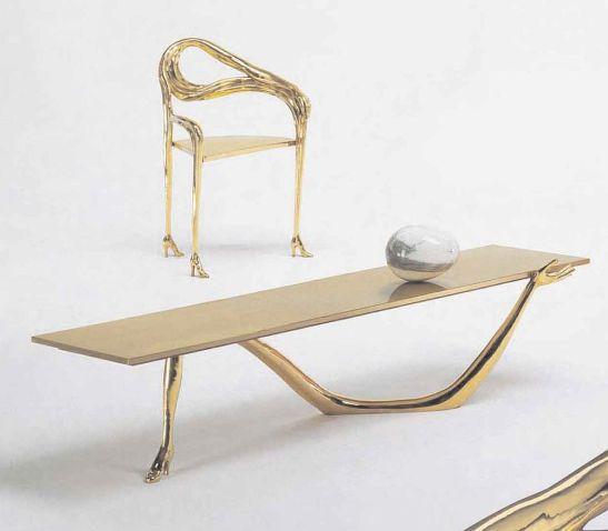 Scaun si masa Leda, design Salvador Dali