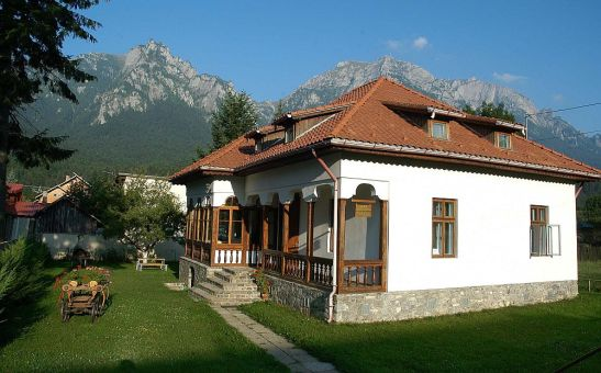 adelaparvu.com despre vila in stil neoromanesc la Busteni restaurare Axa Construct (1)