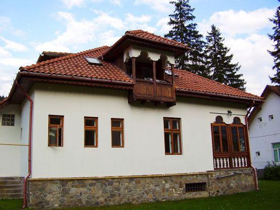 adelaparvu.com despre vila in stil neoromanesc la Busteni restaurare Axa Construct (5)