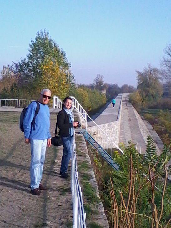 """Gazdele noastre mereu atente şi îndatoritoare: Syuzan Dzhevadilova, Project assistant la """"Bulgarian Association for Alternative Tourism"""" şi Georgi Atanassoff, ghid vorbitor de impecabilă limbă română"""